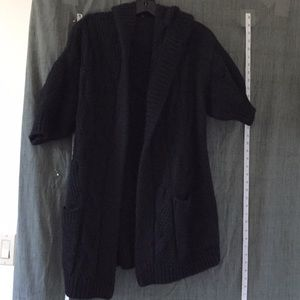 Vince big bulky sweater with half sleeve. Small